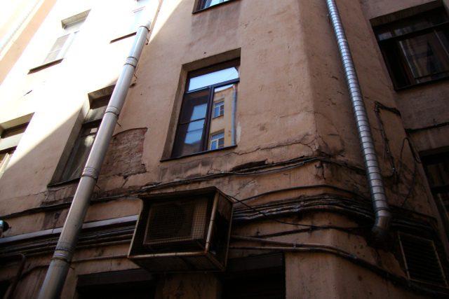 DSC09624   9-я советская 9/30 трещины обои подтеки  трещины обои подтеки потолок трещины подтеки