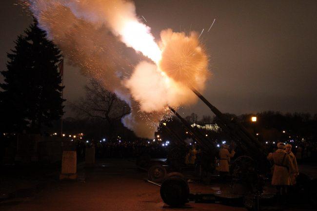 артиллерийский салют Марсово поле День снятия Блокады