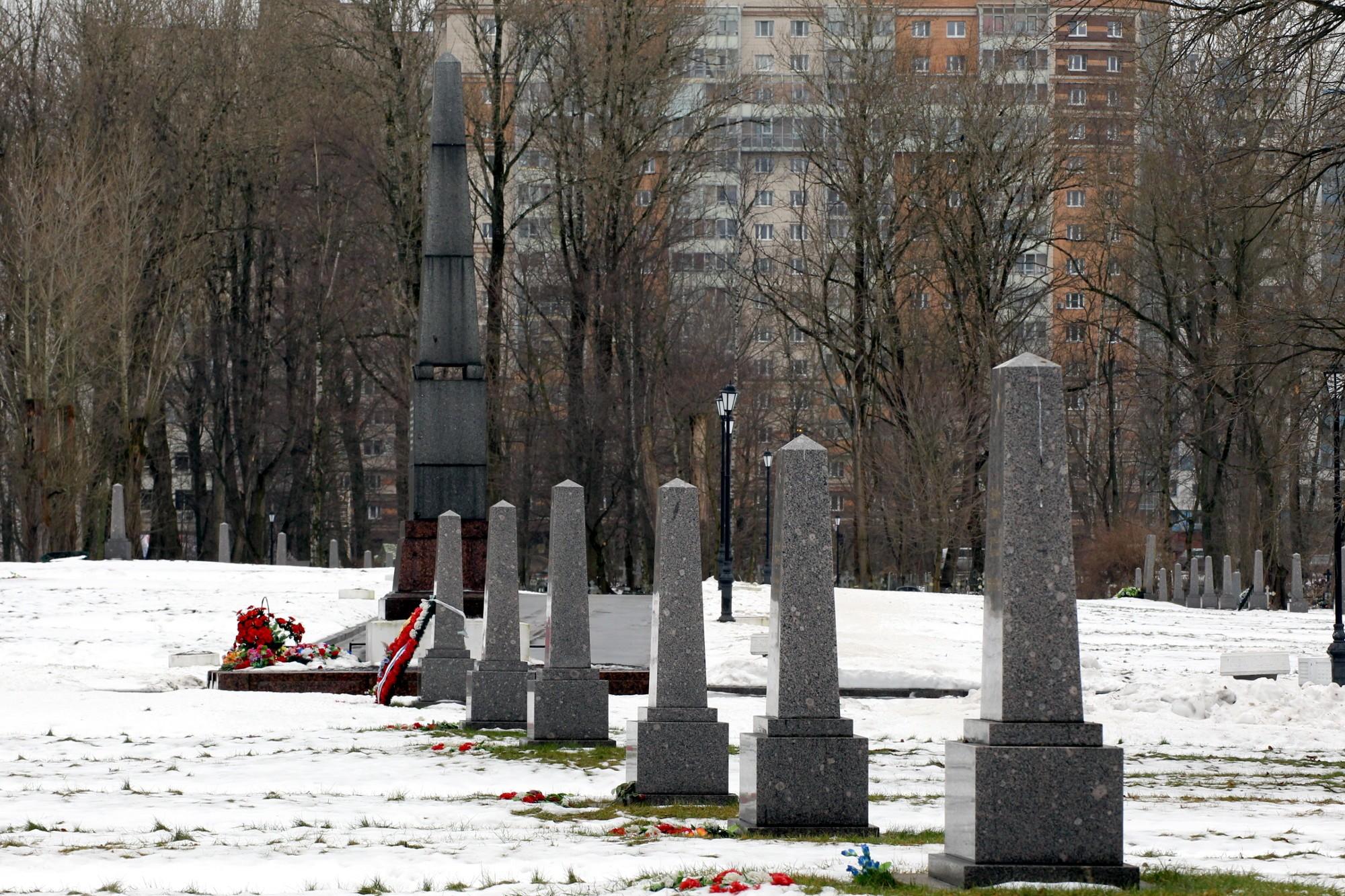 братское кладбище остров Декабристов блокада обелиски