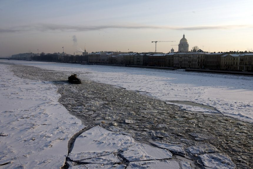 ледокольный буксир лёд Нева