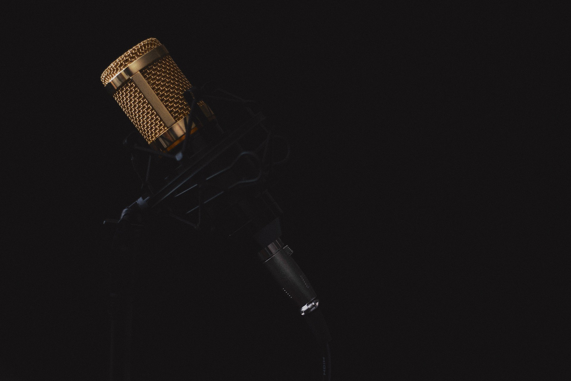 microphone-2130806_1920