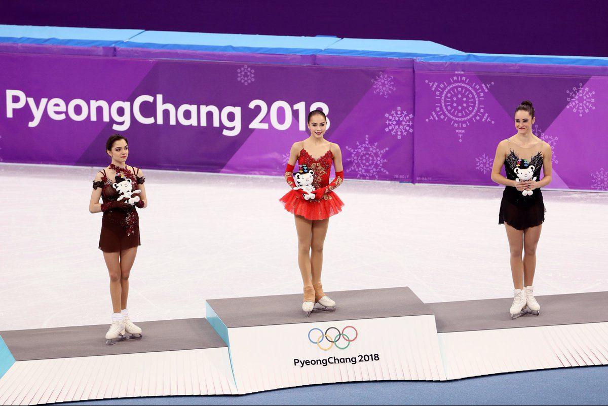 Медведева, Загитова, Осмонд на олимпийском пьедестале DWsisNvU8AIGUok