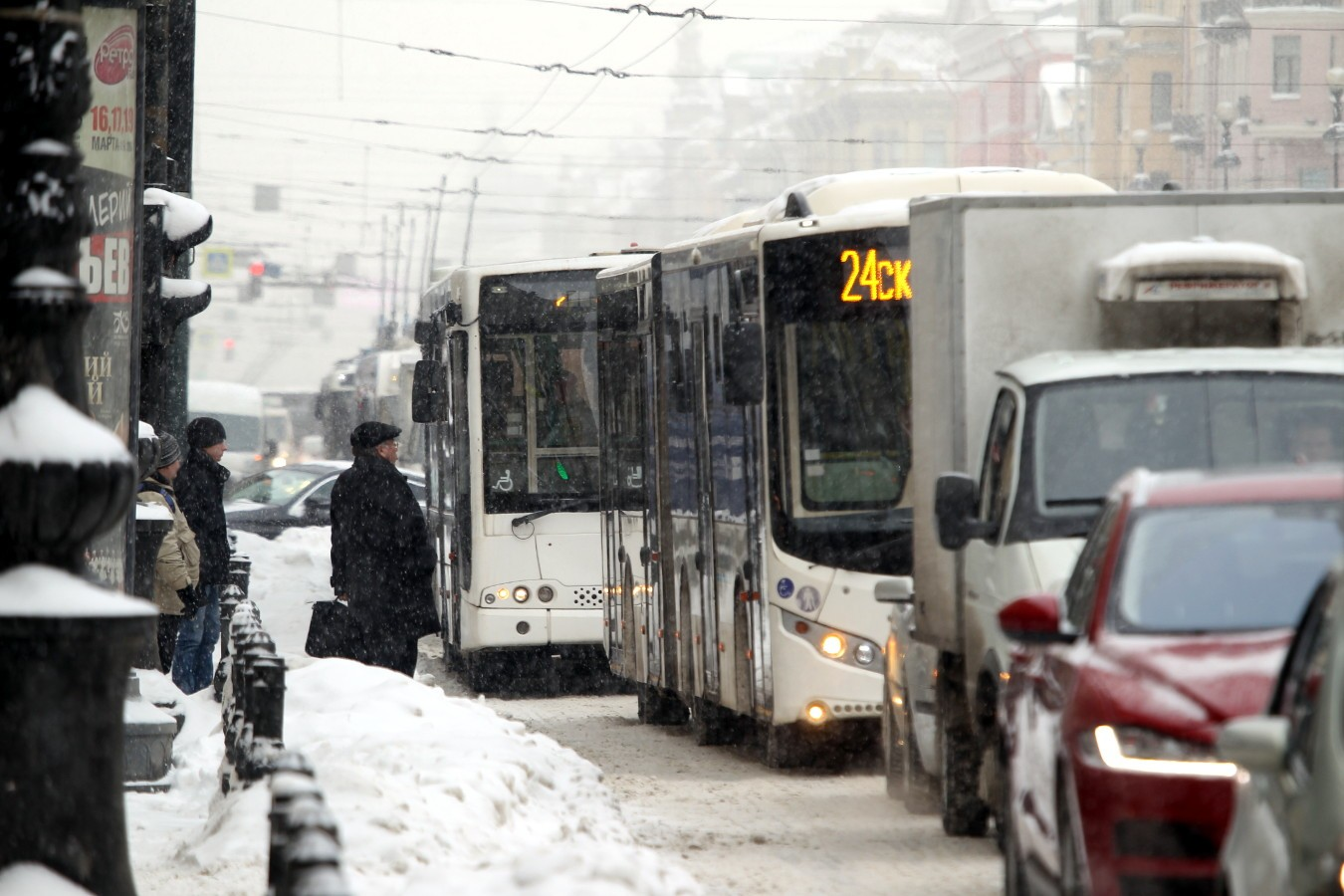 снегопад пробка автомобили автобусы троллейбусы Невский проспект