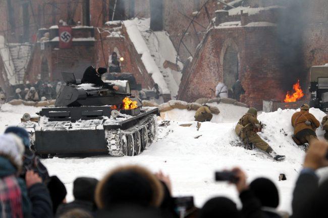 реконструкция Сталинградская битва военная техника подбитый танк