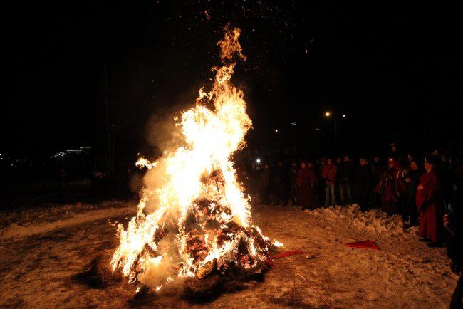 буддизм Сагаалган Дугжууба восточный новый год в дацане Гунзэчойнэй костёр