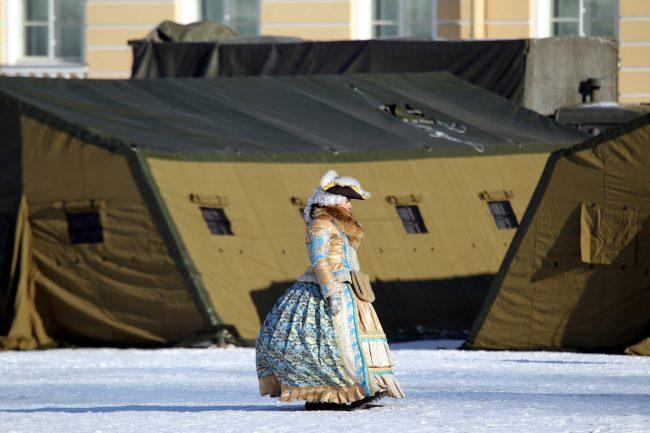 Дворцовая площадь выставка военной техники 23 февраля костюмированные персонажи императрица Елизавета