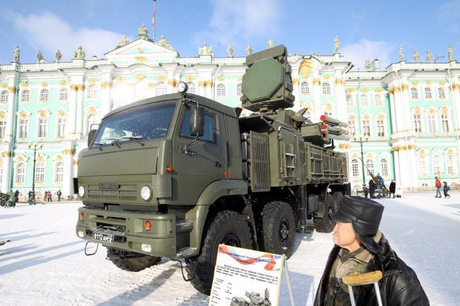 Дворцовая площадь выставка военной техники 23 февраля зенитный комплекс Панцирь-С1