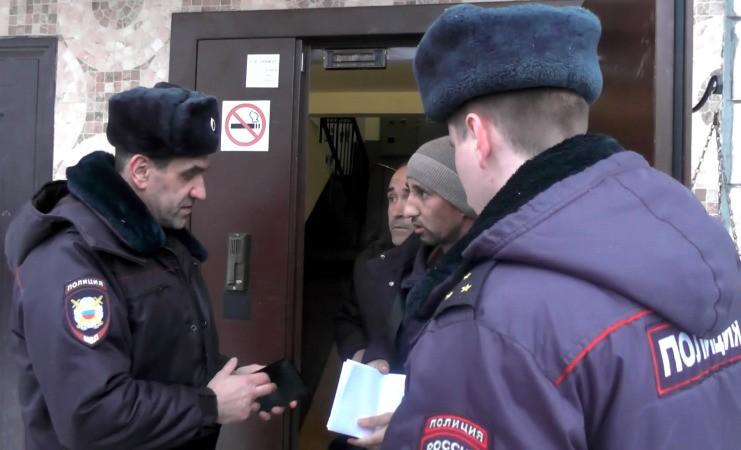 Милиция «накрыла» общежитие смигрантами наПетергофском шоссе