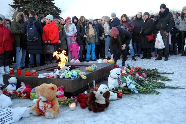 акция памяти погибших при пожаре в Кемерово Марсово поле