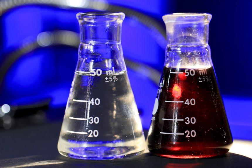 флакон. склянка, пробирка, вещество, жидкость, медицина, яд, ёмкость