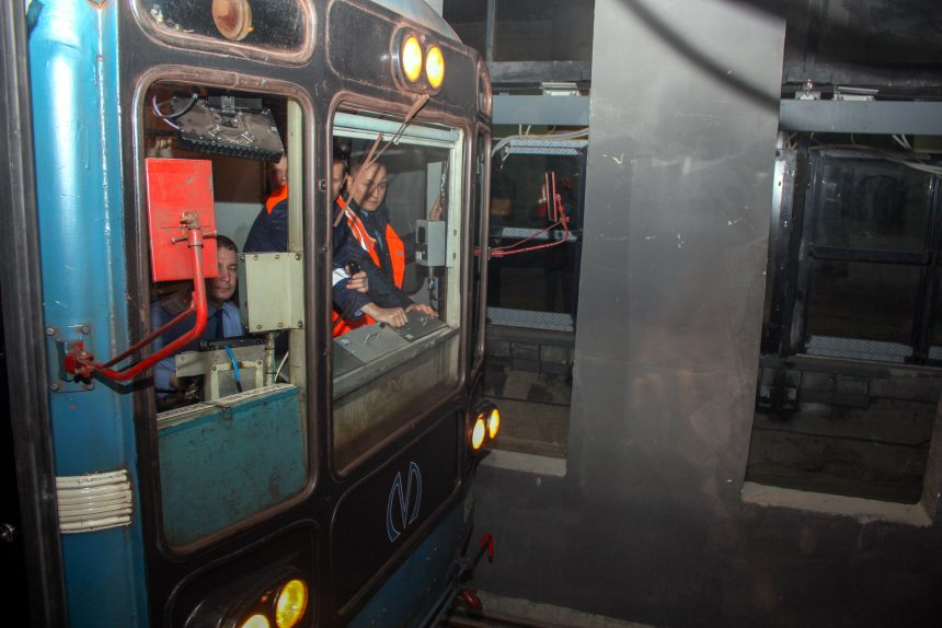 поезд метрополитена станция новокрестовская