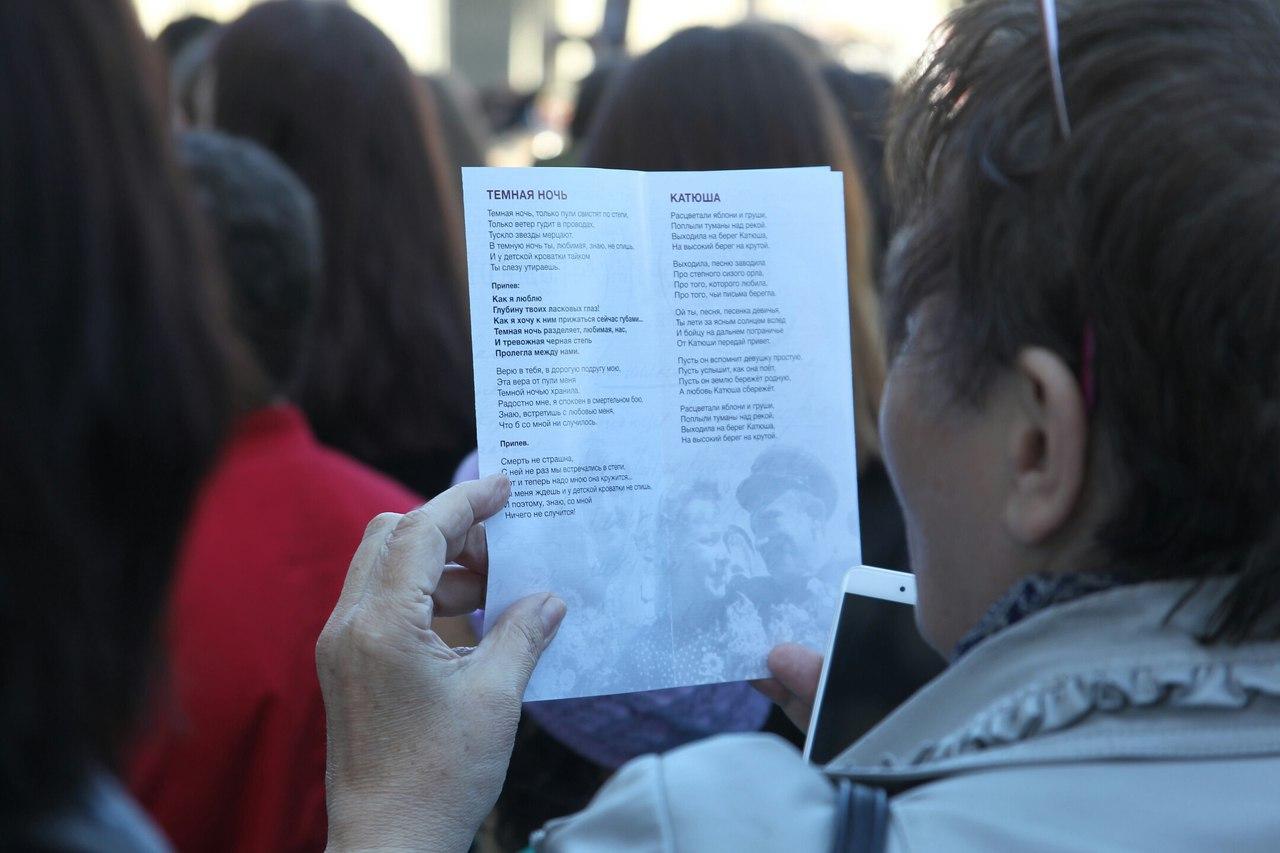 0CncVmYYeu8 день победы народный хор военные песни
