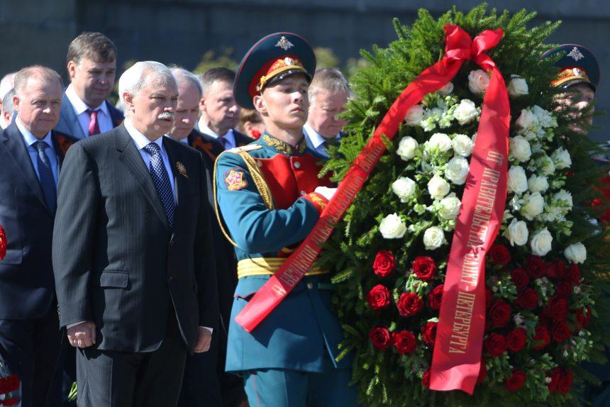 возложение цветов день победы пискаревское кладбище ветераны полтавченко