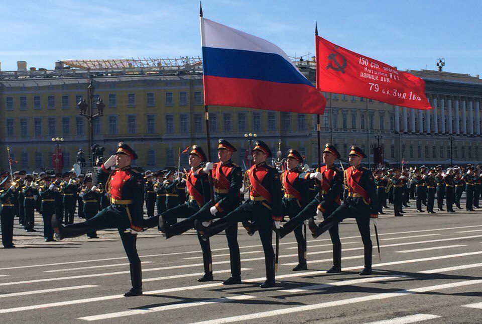 5LTJmBCJlYY парад на дворцовой день победы