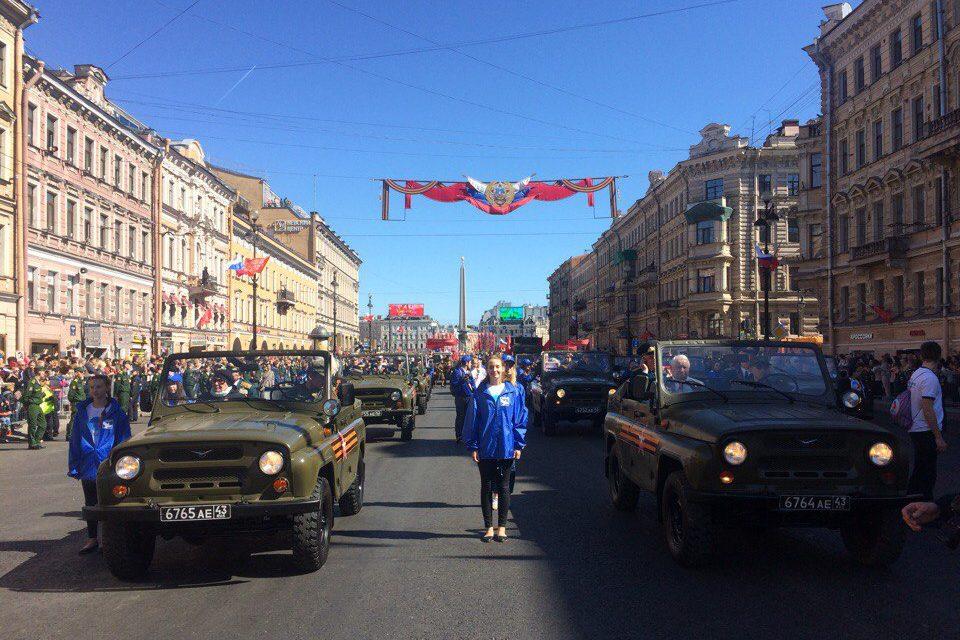 День Победы 9 мая колонна ретроавтомобилей