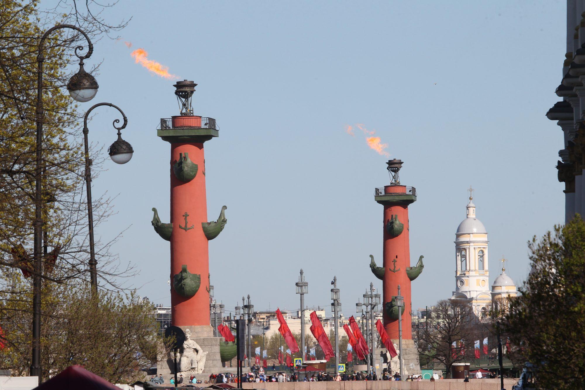 день победы стрелка ростральные колонны