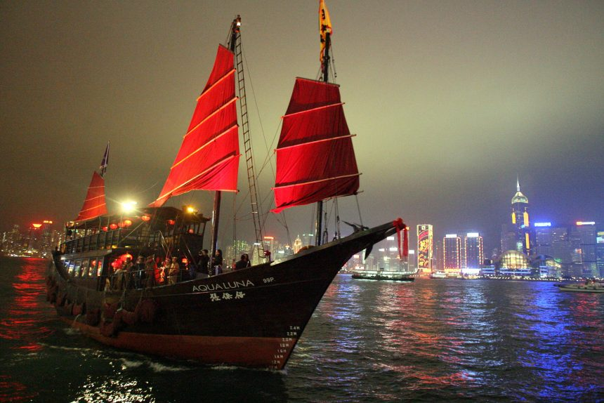 Гонконг гавань Виктория парусник