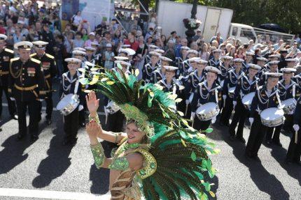 парад барабанщиков барабаны невский проспект день города