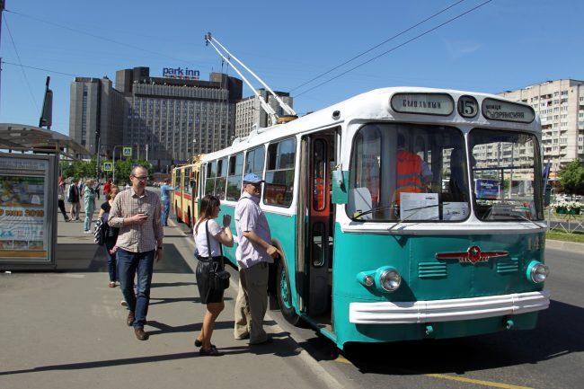 парад ретротранспорта троллейбус зиу-7