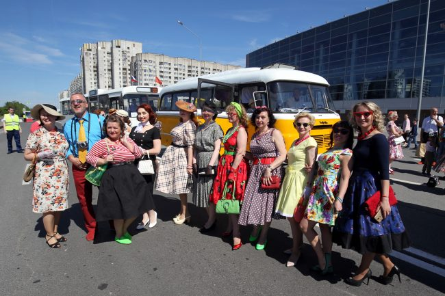 парад ретротранспорта ретрокостюмы платья