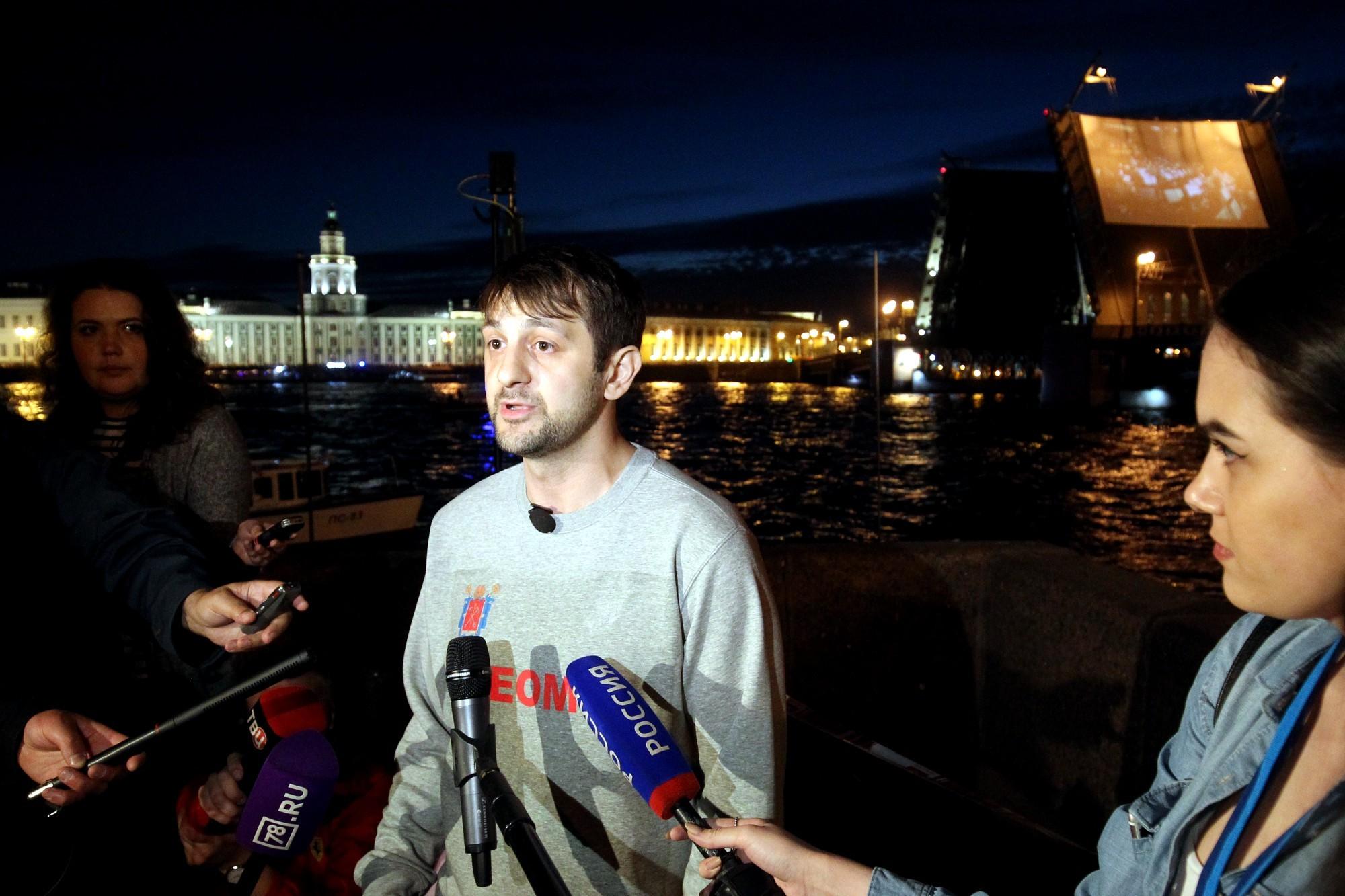 канатоходец Расул Абакаров Дворцовый мост