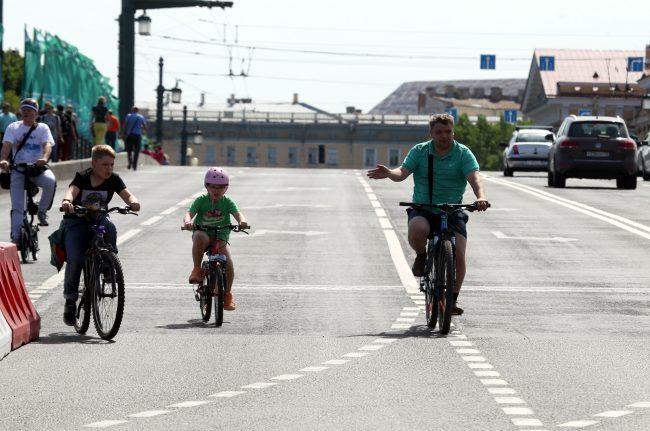 велосипедисты Большой велопарад велопробег Дворцовый мост