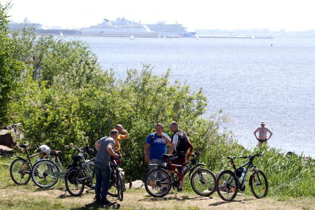 велосипедисты велопробег парк 300-летия Петербурга Финский залив