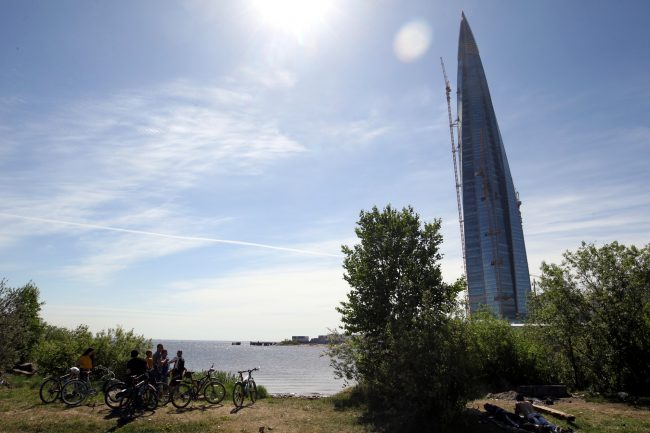 велосипедисты велопробег парк 300-летия Петербурга Финский залив Лахта-Центр