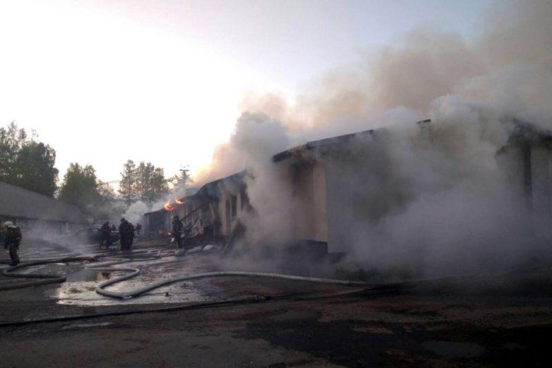 пожар на складе пиломатериалов в посёлке Песочный