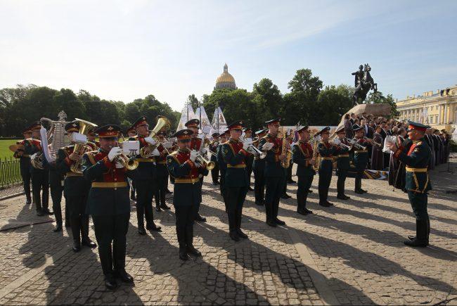 возложение цветов военные парад медный всадник день города