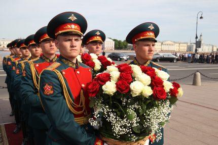 возложение цветов военные курсанты медный всадник день города