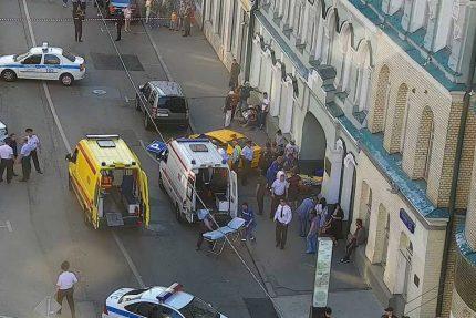 дтп чп авария москва ильинка такси тротуар