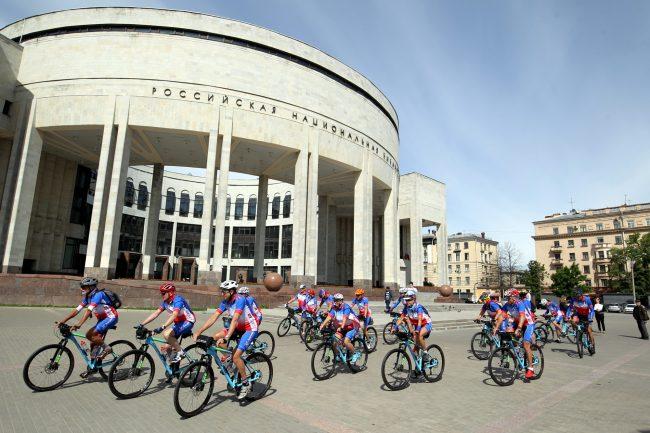 велосипедисты велопробег Петербург - Владивосток РНБ Российская национальная библиотека