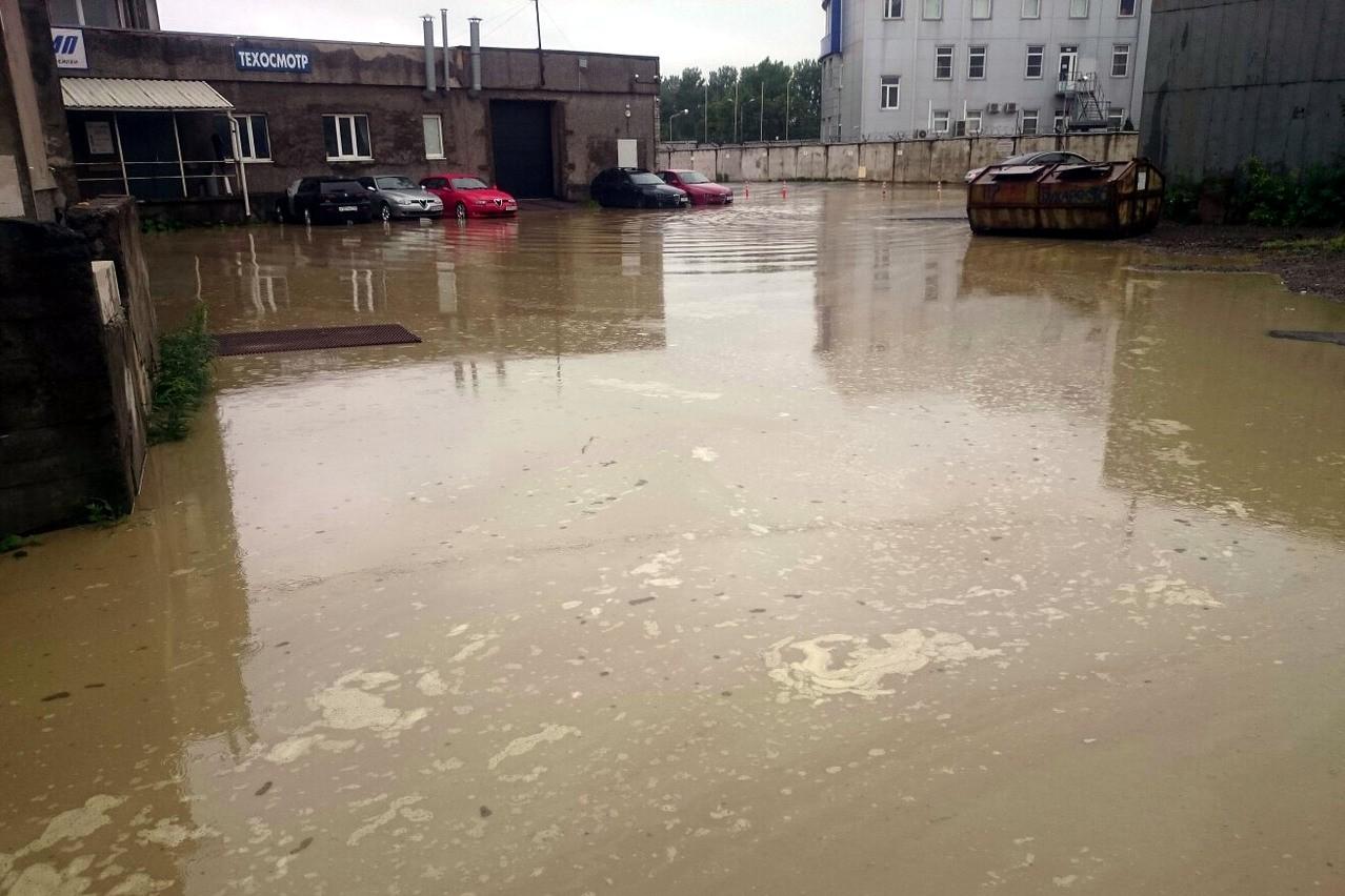 наводнение разлив воды прорыв трубы