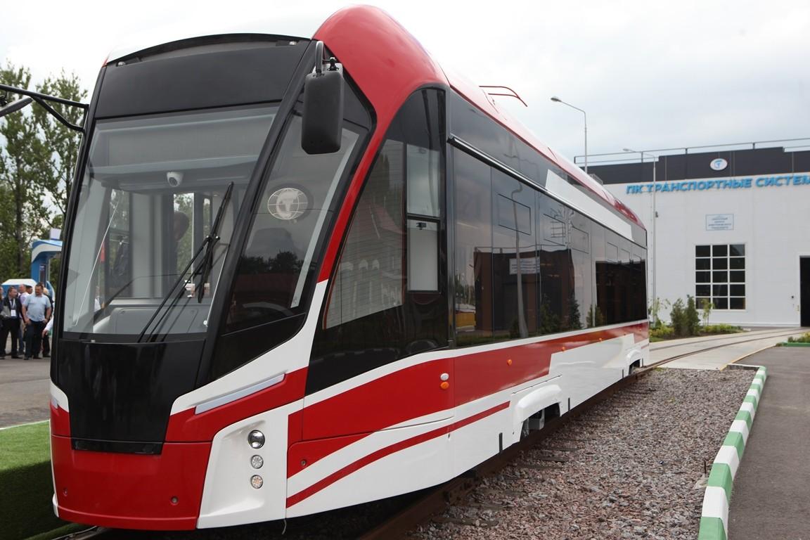 ВПетербурге представили новый трамвай склимат— контролем