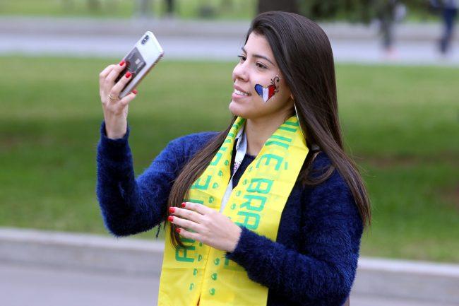 ЧМ-2018 футбол болельщики фанаты Бельгия Франция Бразилия красивая девушка