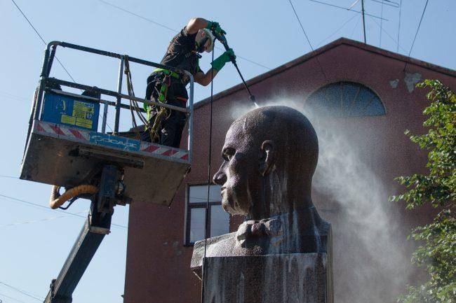 мытье памятников