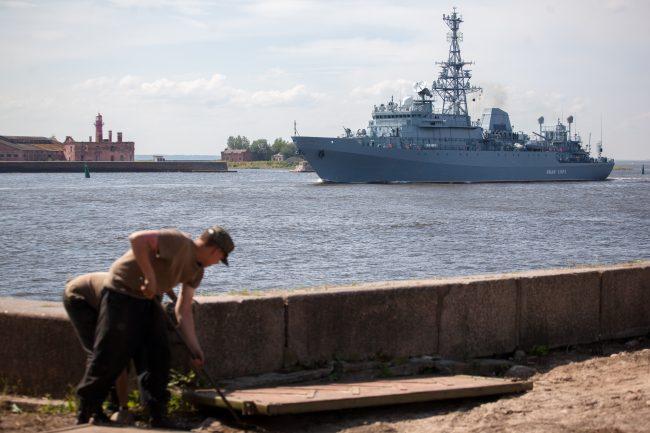 Кронштадт военно-морской флот корабли судно связи Иван Хурс