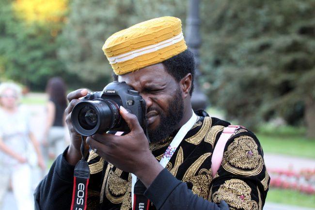 ЧМ-2018 болельщики фанаты сборной Нигерии негр фотоаппарат камера фотокорреспондент