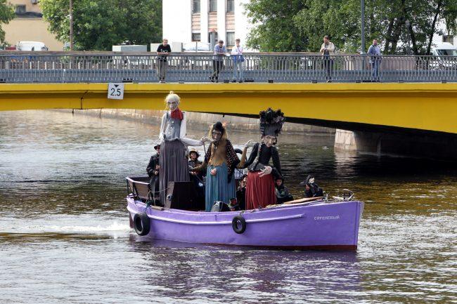 День Достоевского куклы лодка Мойка Храповицкий мост
