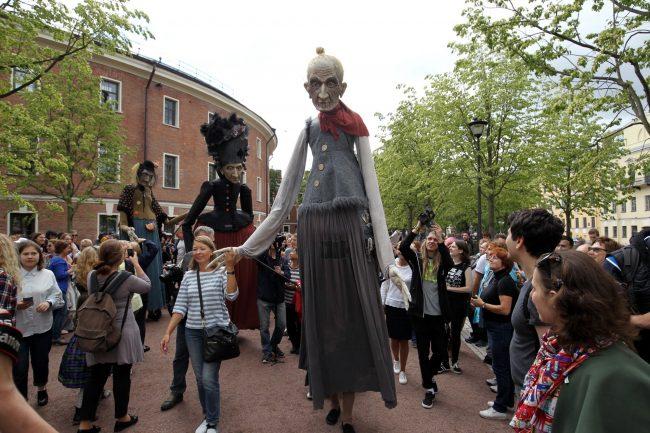 День Достоевского куклы старуха