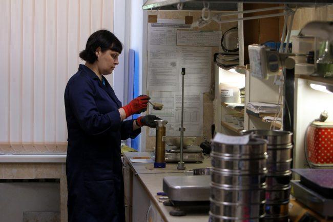Дорожно-строительная испытательная лаборатория исследования асфальта