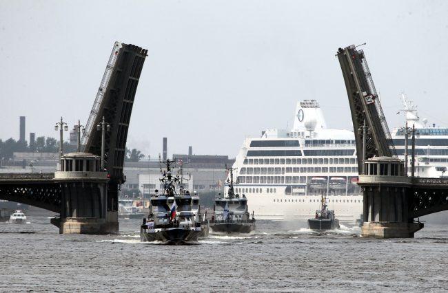 репетиция день ВМФ главный военно-морской парад военные корабли Благовещенский мост