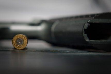 пистолет пуля оружие убийство