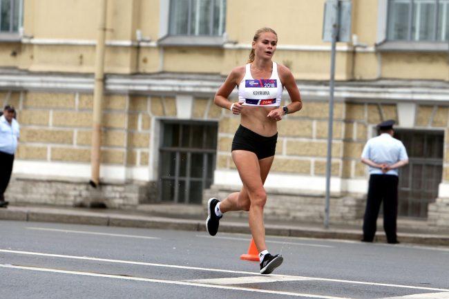 лёгкая атлетика бег полумарафон Северная столица красивая девушка спортсменка