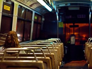 Ночной автобус, фото с сайта piter.yainfo.ru