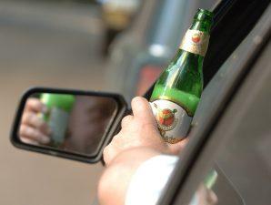 Пьяный за рулем, фото qqdps.ru