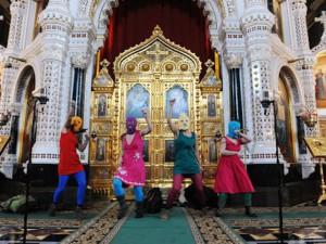 Pussy Riot в Храме, фото gorod48.ru