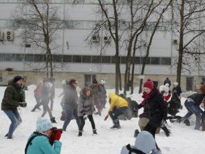 Снежная битва в парке Есенина, фото из группы вКонтакте
