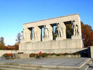 Серафимовское кладбище мемориал, фото с сайта zoroastrian.ru